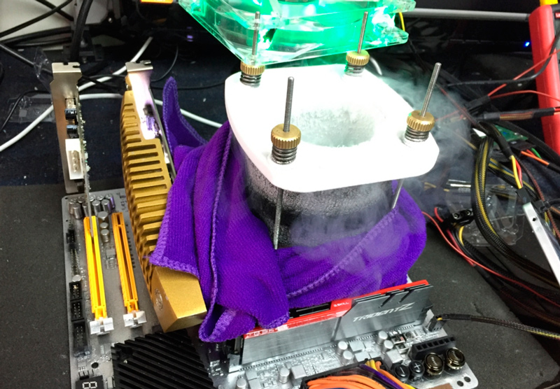 Nuevo record mundial de velocidad con un Intel Core i7-6700K a más de 7.000 MHz , Imagen 1