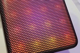 Alcatel llena la parte trasera de su smartphone A5 con LEDs interactivos