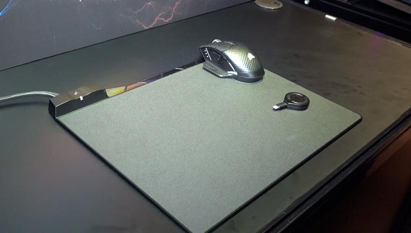 Corsair trabaja en Concept ZEUS,  una alfombrilla con carga inalámbrica, Imagen 1