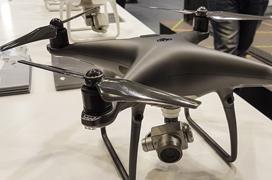 El drone DJI Phantom 4 Pro Obsidian se tiñe de negro y mejora su estabilizador