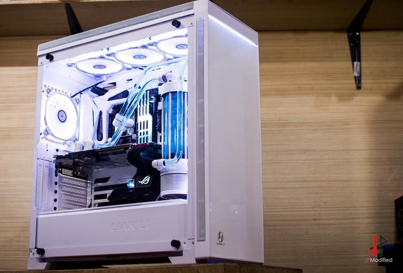 Lian-Li sucumbe al RGB en su nueva torre Alpha 550, Imagen 1