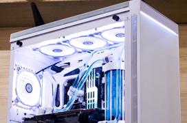 Lian-Li sucumbe al RGB en su nueva torre Alpha 550