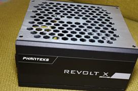 La fuente Revolt X 1200W de Phanteks puede alimentar dos PCs de manera independiente