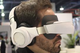 Ya a la venta las gafas de cine portátil 3D de Royole