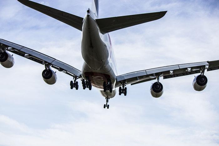 La Agencia Europea ya permite el uso completo del móvil durante todo el vuelo, Imagen 1