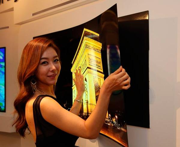 LG desvela una pantalla flexible de 55 pulgadas con menos de 1 mm de grosor, Imagen 1