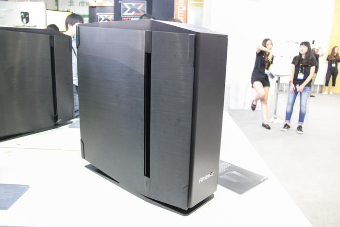 Antec utiliza el aluminio y el cristal templado en su nueva torre S10, Imagen 1