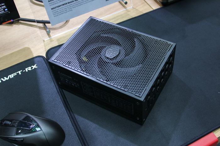 Cooler Master MasterPower Maker, hasta 1.500 W de potencia 80 Plus Titanium, Imagen 1