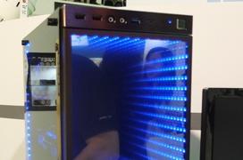 In Win enseña una versión de su torre 805 con efecto de espacio infinito en el frontal