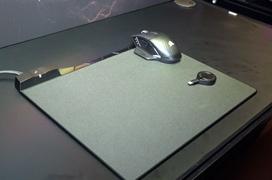 Corsair trabaja en Concept ZEUS,  una alfombrilla con carga inalámbrica