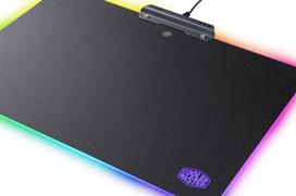 Cooler Master añade luz RGB a su  nueva alfombrilla