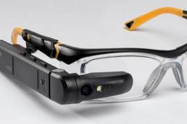 Las gafas de realidad aumentada Toshiba dynaEdge AR100 HMD incluyen un mini PC