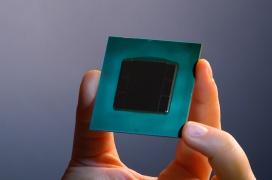 Intel sorprende con Stratix 10, una FPGA capaz de realizar 10 billones de operaciones por segundo