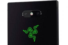 El Razer Phone 2 cuenta con el logo de Razer y se ilumina con las notificaciones