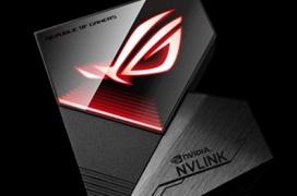 El puente RTX NVLink de ASUS ROG incluye iluminación RGB Aura Sync