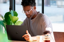 El Surface Laptop 2 también se pone al día con procesadores Intel de 8ª Generación y rebaja su precio