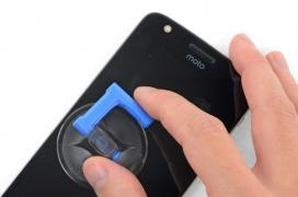 Motorola se une a iFixit para suministrar kits de reparación para los dispositivos Moto