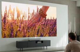 El proyector LG HU85L 4K es capaz de generar una pantalla de 90 pulgadas a tan solo 5 centímetros