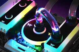 Thermaltake entra en el mercado de memorias DDR4 con unos módulos con refrigeración líquida
