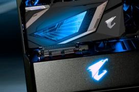 La caja Aorus C300 Glass incorpora un panel frontal con conectividad HDMI e iluminación RGB