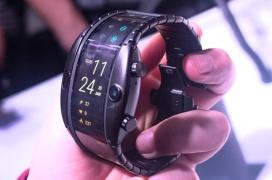 Nubia sorprende con un Smartphone flexible que se coloca en la pulsera como un smartwatch