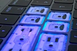 Apple se disculpa ante los fallos de la tercera generación del teclado de mariposa