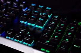 El teclado gaming mecánico ASUS ROG Strix Scope cuenta con una tecla CTRL más ancha, RGB y Cherry MX Red