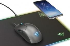 La Trust GXT 750 Qlide RGB integra RGB y carga inalámbrica en una alfombrilla dura para ratón