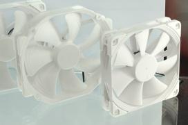 Noctua tiñe completamente de blanco sus ventiladores Chromax