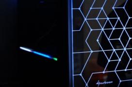 Los nuevos chasis de Sharkoon llegan con la iluminación RGB por bandera