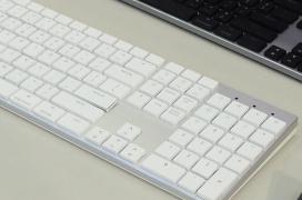 Interruptores Omron de perfil bajo y carga sin cables en los teclados y ratones inalámbricos Cooler Master MM831 y SK851