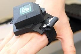 CapLab nos enseña como funciona su wearable BCON para controlar los juegos con manos y pies