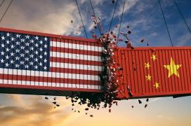 Trump vuelve a cargar contra China con una nueva subida de impuestos arancelarios del 10% en productos tecnológicos