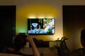 Philips Hue Play: un módulo para crear un Ambilight a gran escala con lámparas Hue y cualquier TV o monitor