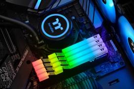 Thermaltake amplía su gama de memorias DDR4 Thoughram RGB con modelos de hasta 4.400 MHz