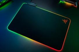 Razer añade más LEDs RGB y un nuevo diseño a su alfombrilla gaming Firefly V2