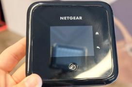 Netgear nos enseña su primer router portátil con 5G y WiFi 6, el NightHawk 5G