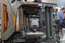 ASUS tiñe de dorado y metal su nueva ROG Maximus VIII Extreme/Assembly