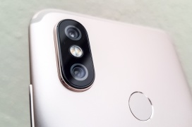 Review Smartphone Xiaomi Mi A2