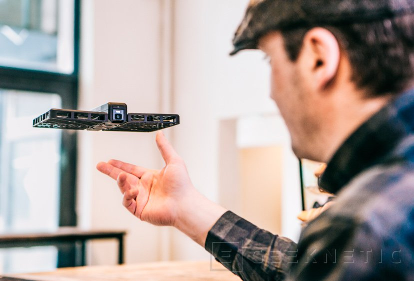 Hover Camera, un dron plegable para fotografía y vídeo autónomo, Imagen 2