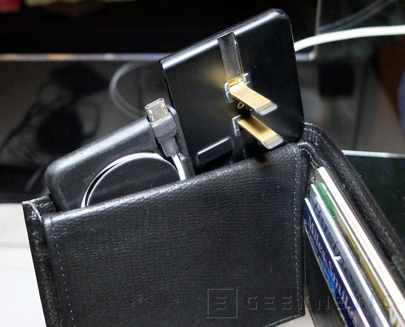 Kado Wallet, un cargador de pared que cabe en la cartera, Imagen 2