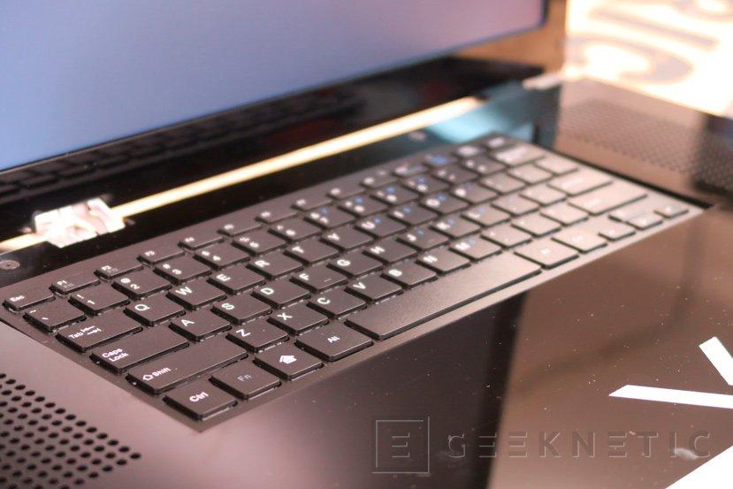 Crean una Xbox One X portátil con su propia pantalla y teclado, Imagen 2