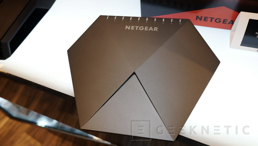 Netgear NightHawk GS810EMX, un switch gaming con Ethernet de 10 Gbps, Imagen 3