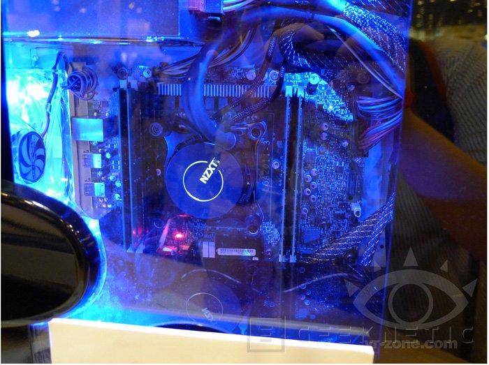 IDF 2013. Intel muestra una placa base X99 con un procesador Haswell-E funcionando con DDR4, Imagen 2