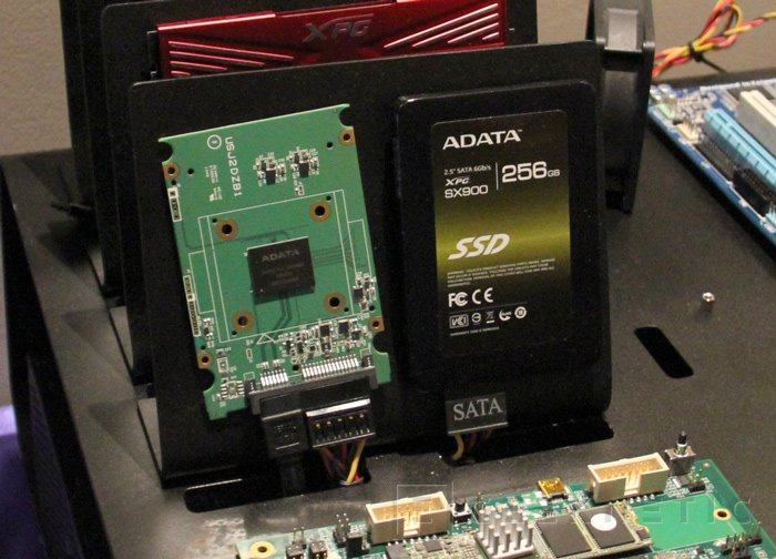 ADATA XU41, chip minúsculo que integra un SSD funcional, Imagen 2