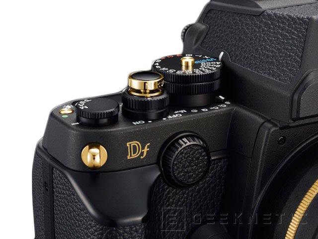 Nikon anuncia una edición limitada de su cámara Black DF con partes en oro, Imagen 3