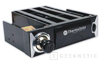 Thermaltake presenta un posavasos y encendedor de cigarros, Imagen 1